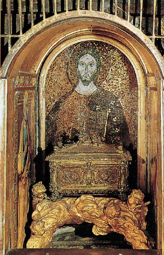 Nicchia dei Pallii - Tomb of Peter - St. Peter's Basilica - www.visit-vaticancity.com