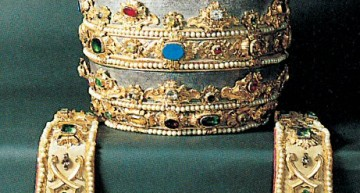 Papal Tiara: the Triple Crown in St. Peter's Basilica