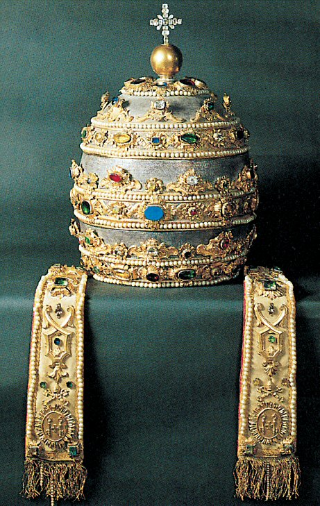 The Papal Tiara: the Triple Crown - www.visit-vaticancity.com