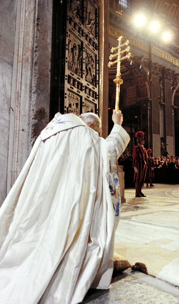 Pope John Paul II opening Holy Door - 1983 Jubilee - .visit-vaticancity & Pope John Paul II opening Holy Door in 1983 Jubilee - Vatican City