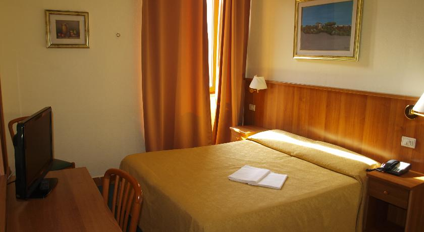 Hotel Trastevere - Vatican City - Rome